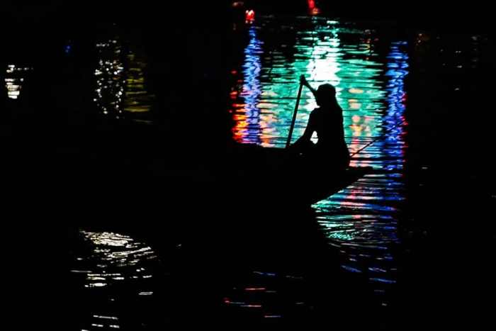 Un notte d'incanto per i colori del Vietnam.